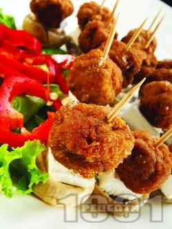 Кетъринг парти хапки на клечки със свински канелени пържени мини кюфтенца - снимка на рецептата